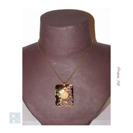 Pendentif rectangulaire avec une pierre semi-précieuse quartz rose