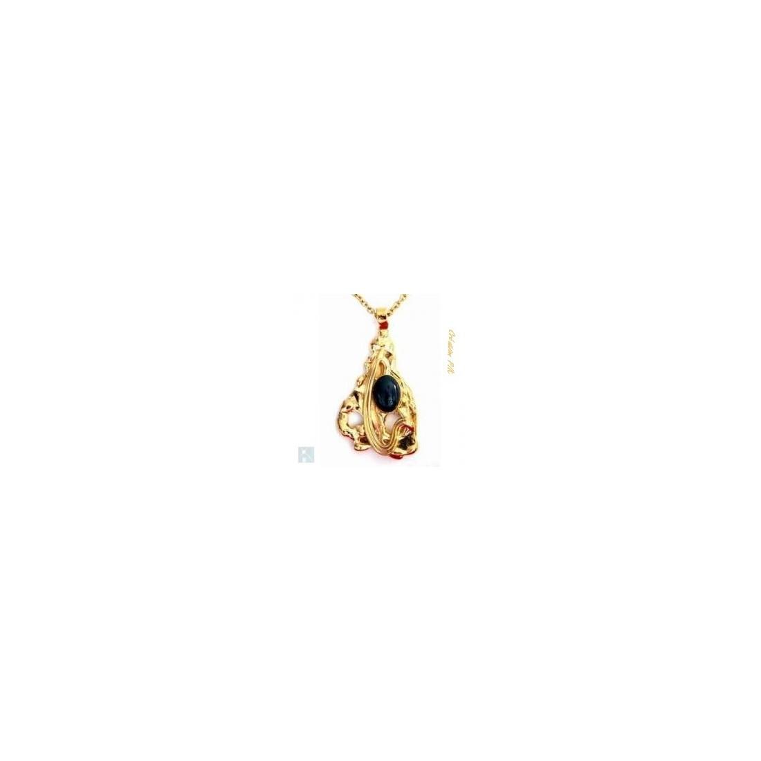 Pendentif doré avec une pierre semi-précieuse