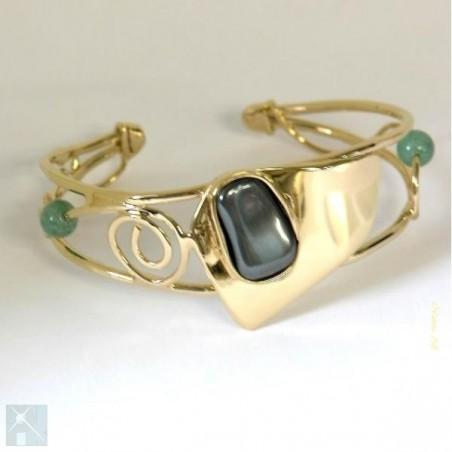 Bracelet doré avec l'hématite.