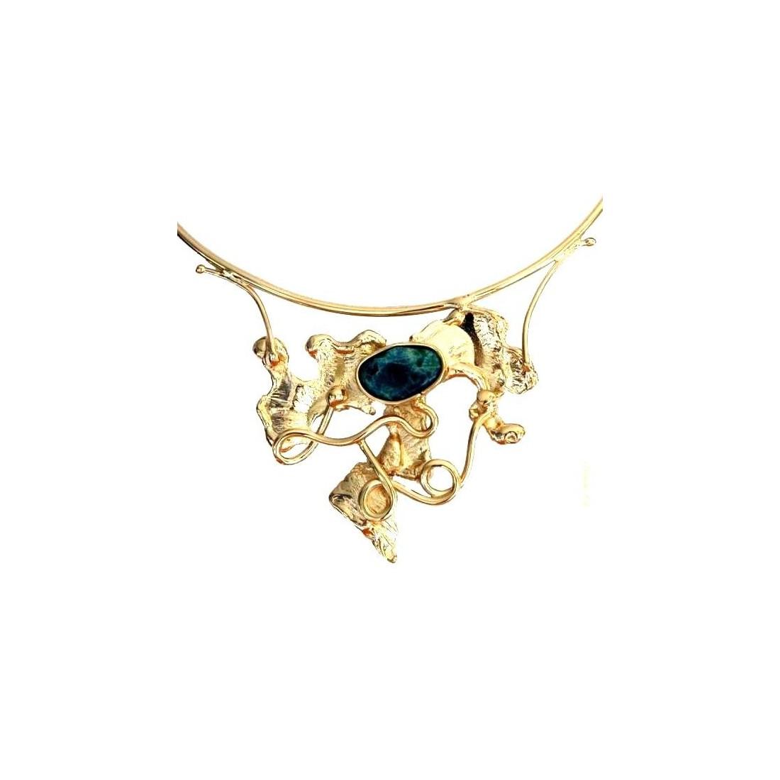 Collier avec agate bleu, bijou artisanal.