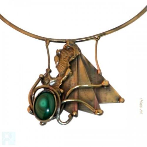 Collier artisanal avec malachite.