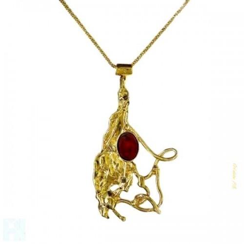 Pendentif doré avec une pierre fine la cornaline.