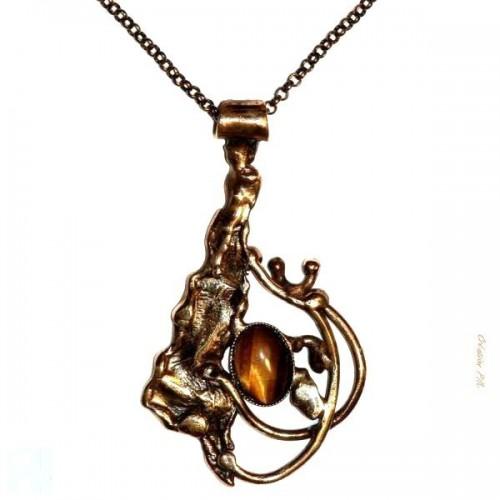 Pendentif plaqué bronze, avec une pierre véritable l'oeil du tigre.