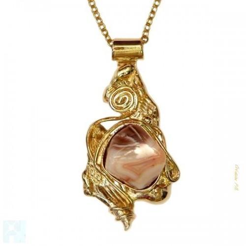 Magnifique petit pendentif avec une agate, pierre semi-précieuse.