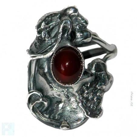Bague artisanale avec la cornaline, pierre semi-précieuse.