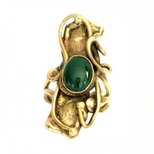 Bague en laiton, plaqué bronze avec une agate verte.