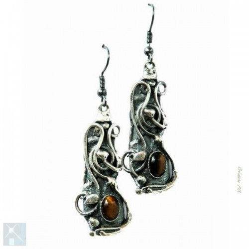 Boucles d'oreilles artisanales avec des pierres fines.