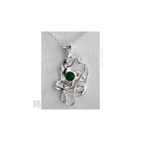 Petit pendentif, création de bijoux pour femmes avec une agate verte.