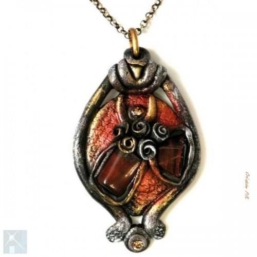 pendentif en résine marron avec pierre fine