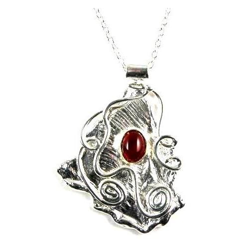 Petit pendentif argent avec pierre semi-précieuse appelée cornaline.