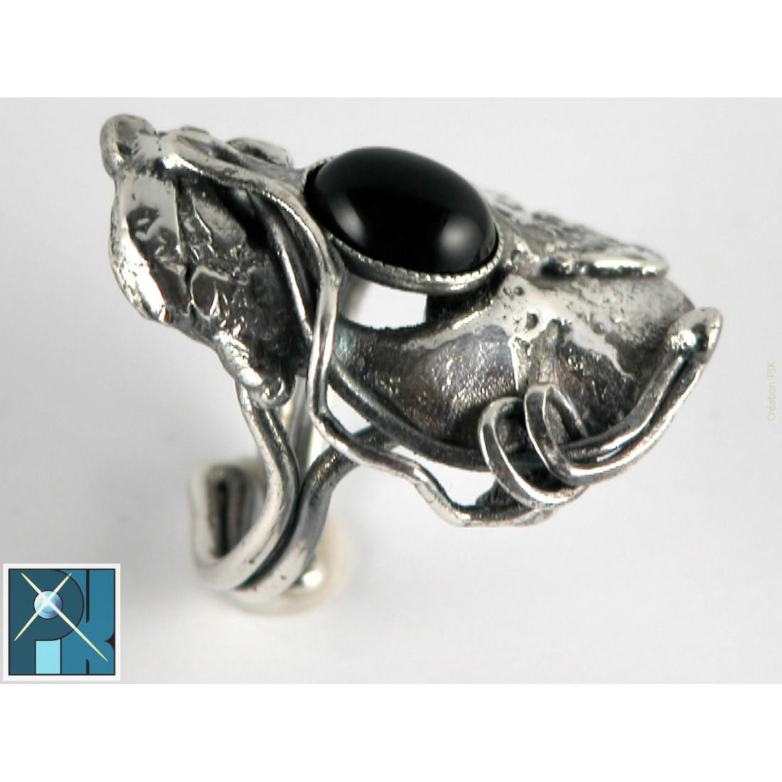 Bague artisanale avec onyx, pierre semi-précieuse.