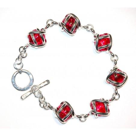 Bracelet fantaisie argent avec des pierres de couleur rouge rubis. Bijou d'art made in France.