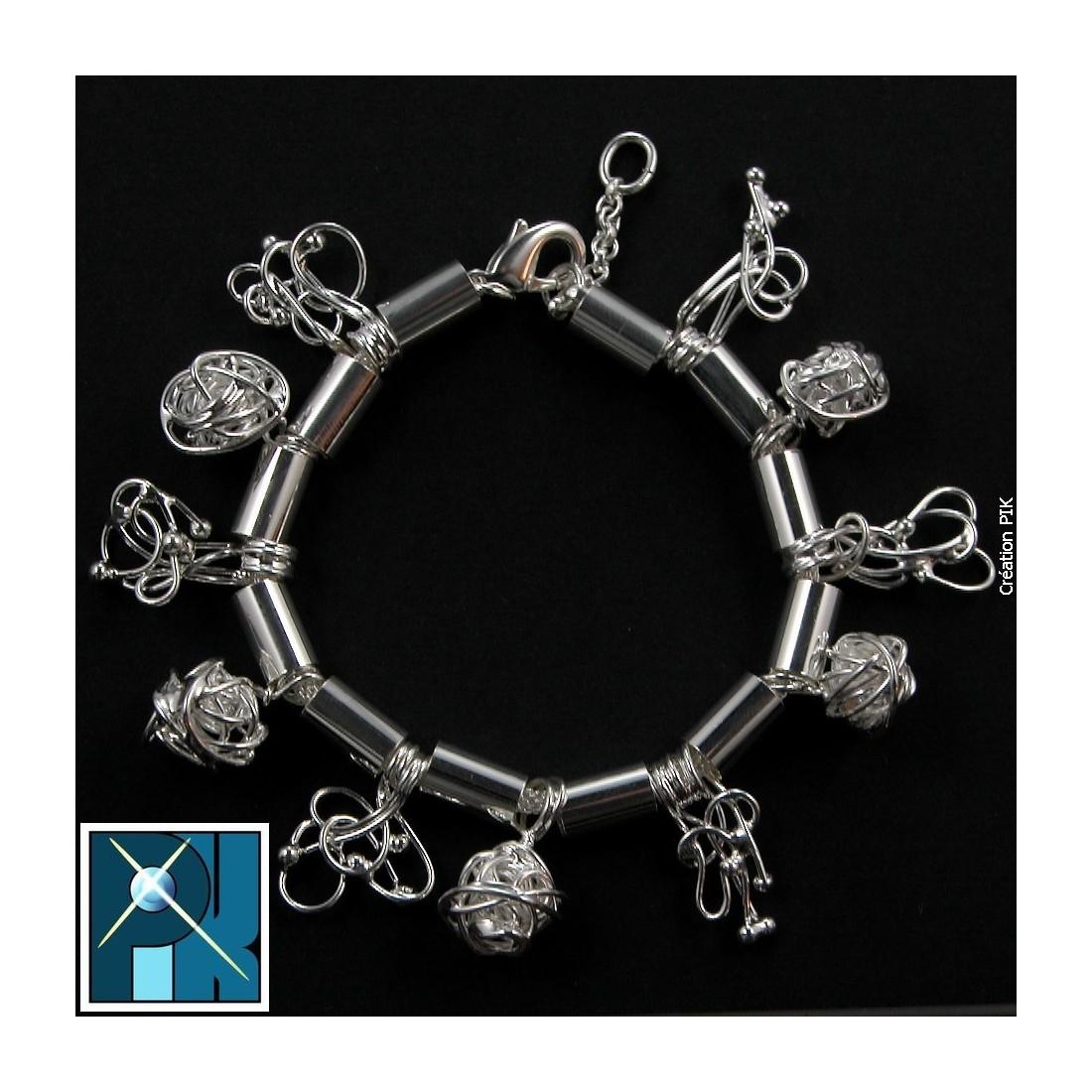 Bracelet souple sur chaîne ronde, bijou fantaisie.