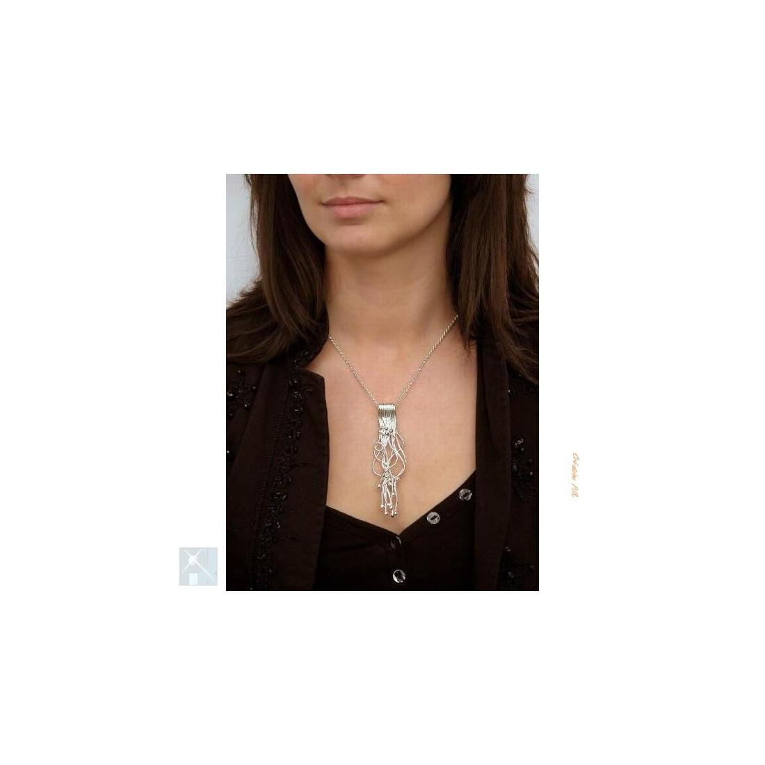 Long pendentif artisanal