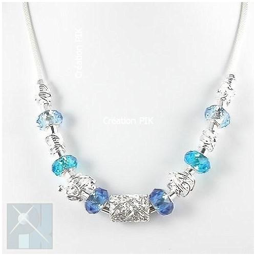 Collier fantaisie avec plusieurs perles à facettes sur chaîne ronde plaquée argent