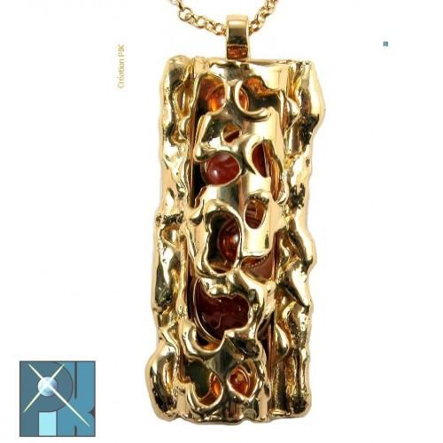 Bijou exeptionnel, pendentif doré avec des pierres fines ambres et cornalines