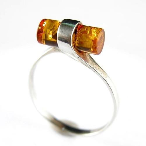 Fine et légère bague argent massif avec ambre véritable