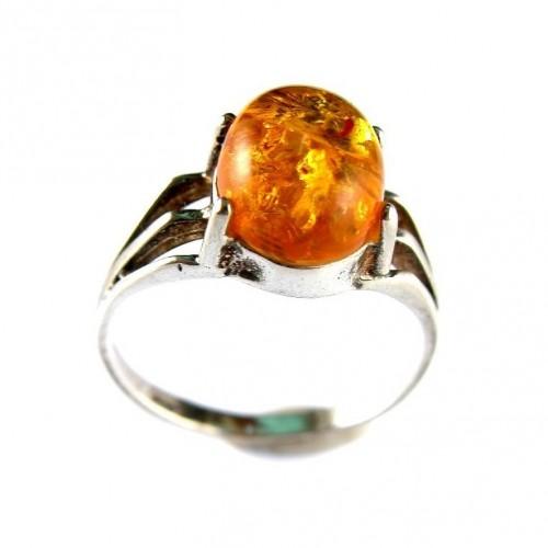Jolie et fine bague avec ambre de couleur citrine