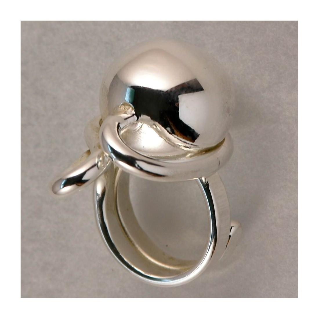 Bague artisanale, bijou sophistiqué made in France