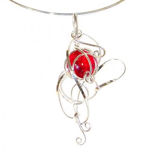 Collier artisanal de couleur argent et rouge rubis, bijou fantaisie fait main