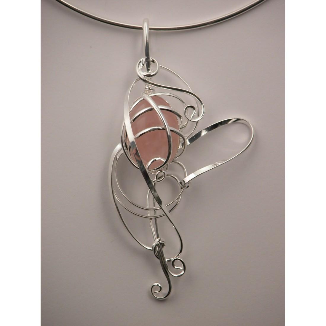 Bijou artisanal, collier avec quartz rose
