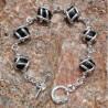 Bracelet argenté monture avec des pierres véritables onyx.