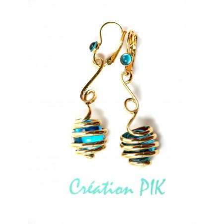 Création de bijoux-boucles d'oreilles bleues