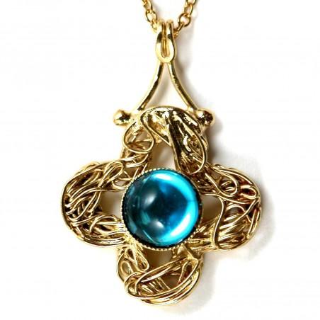 Croix dorée avec une pierre-bijou fantaisie classique