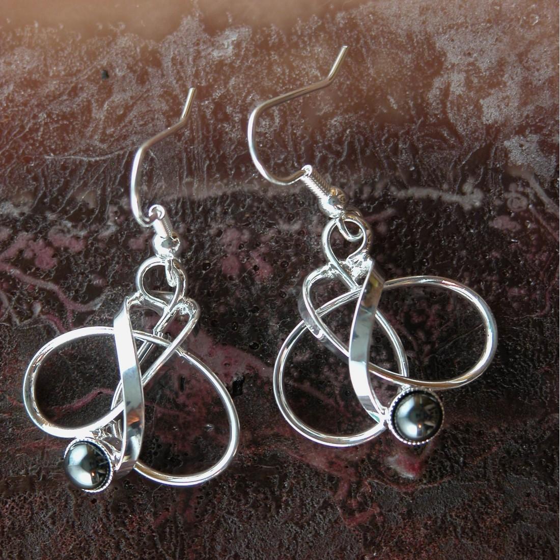 Boucles d'oreilles fantaisie, pierre noire hématite