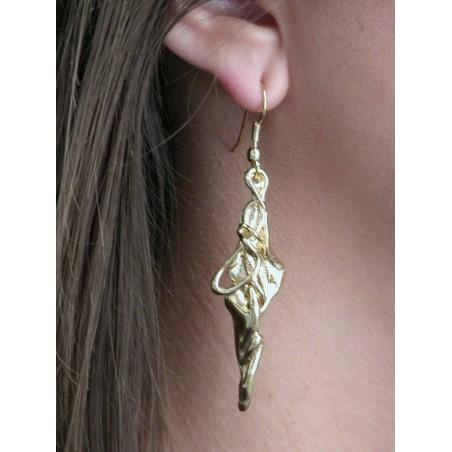 Boucles d'oreilles en métal doré, bijou fantaisie haut de gamme.