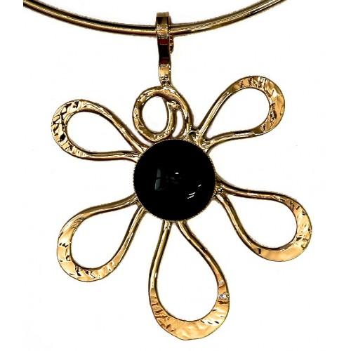 Collier fleur dorée avec pierre noire, création unique