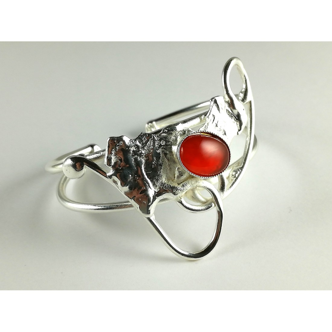 Bijou artisanal-bracelet rigide avec la cornaline
