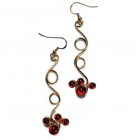 Boucles d'oreilles faites à la main dans notre atelier-or et rouge