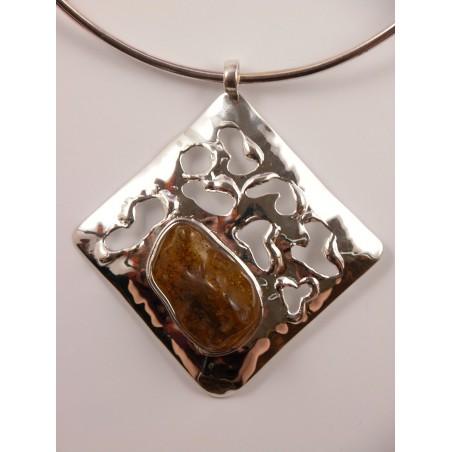 Collier losange argent, bijou imposant et original avec ambre