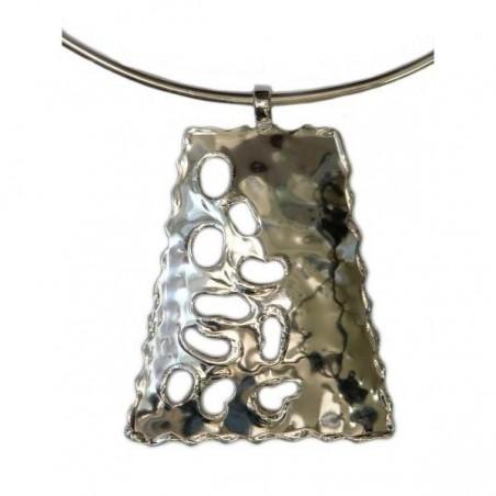 Collier argent en forme de trapèze ajouré, bijou contemporain