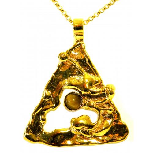 Pendentif doré en forme de triangle avec l'oeil de tigre