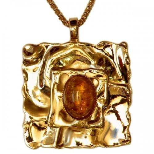Petit carré-bijou avec ambre