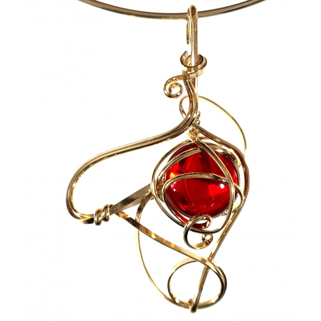 Bijou artisanal, collier or et rouge rubis