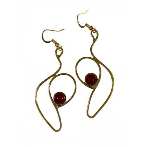 Boucles d'oreilles artisanales en forme unique.