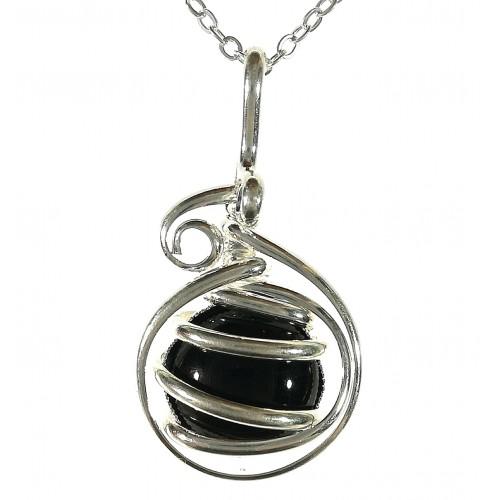 Petit pendentif pour femme-bijou artisanal avec pierre noire.