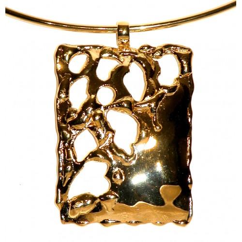 collier doré de créateur