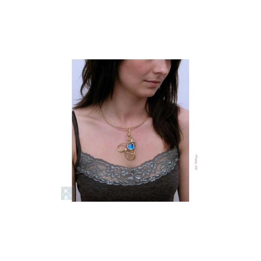 Collier artisanal, bijou or et bleu clair, qualité française