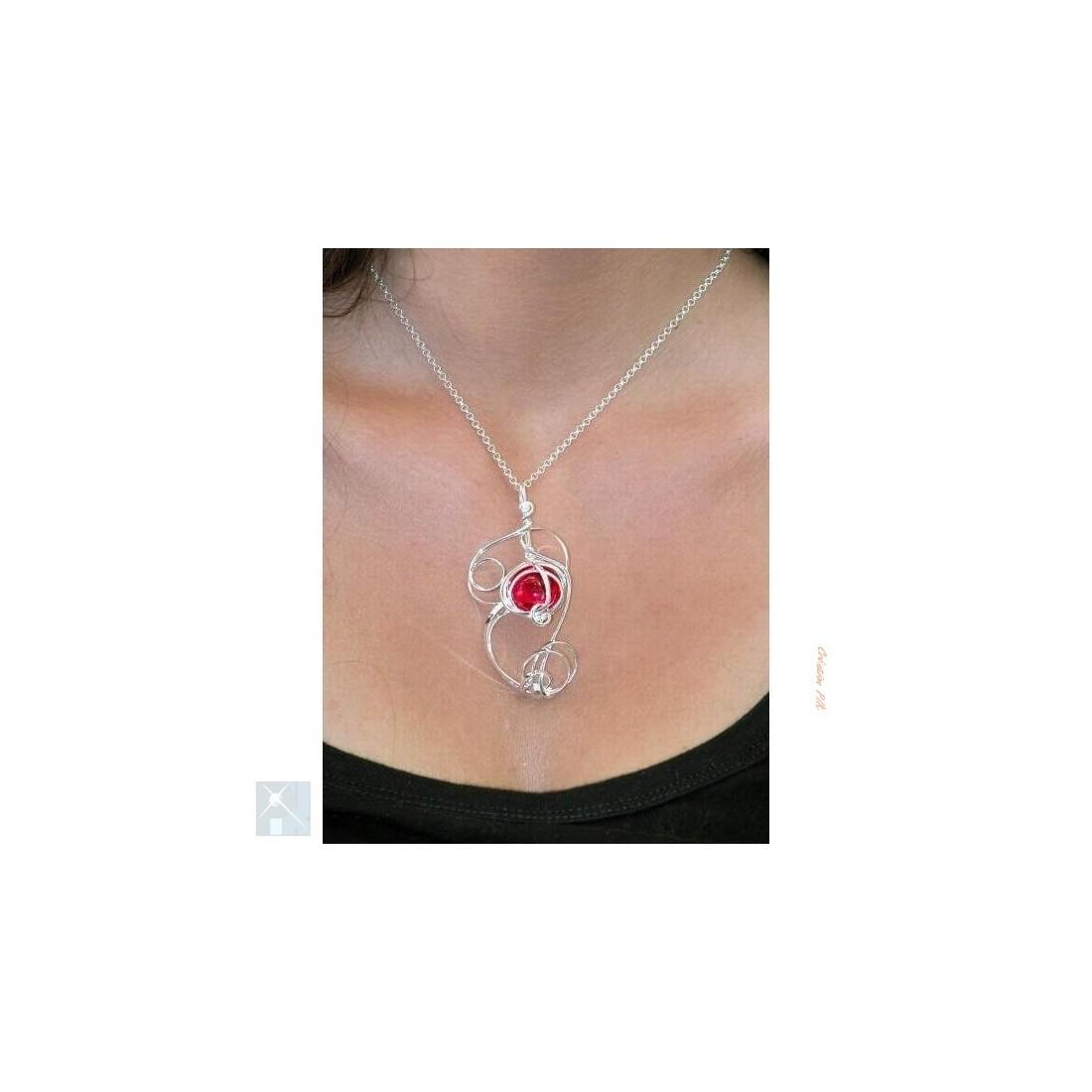 Pendentif-bijou argent de couleur rouge rubis