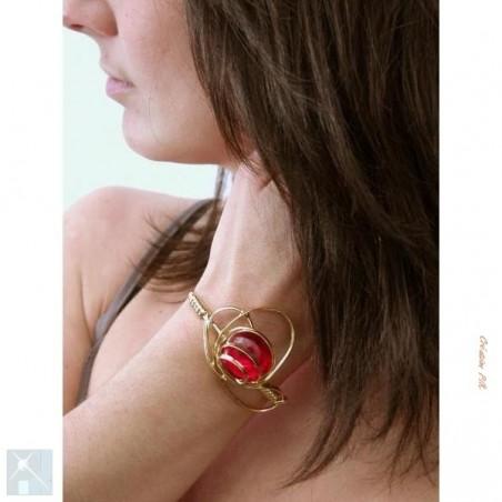 Bracelet réglable doré et rouge rubis.