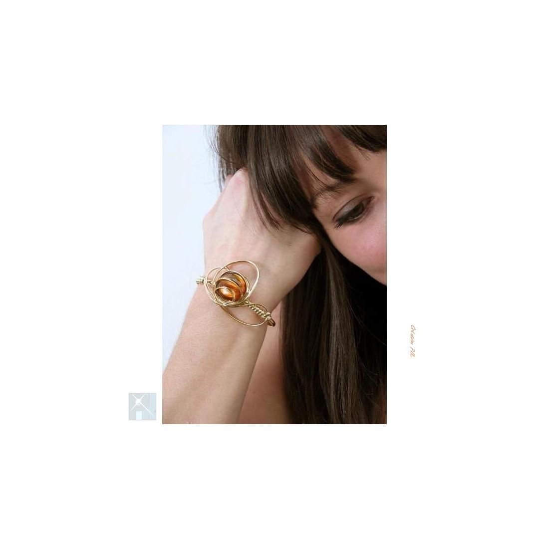 Bracelet doré pour femme avec un cabochon de couleur topaze