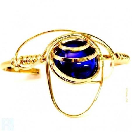 Bracelet réglable bleu saphir.