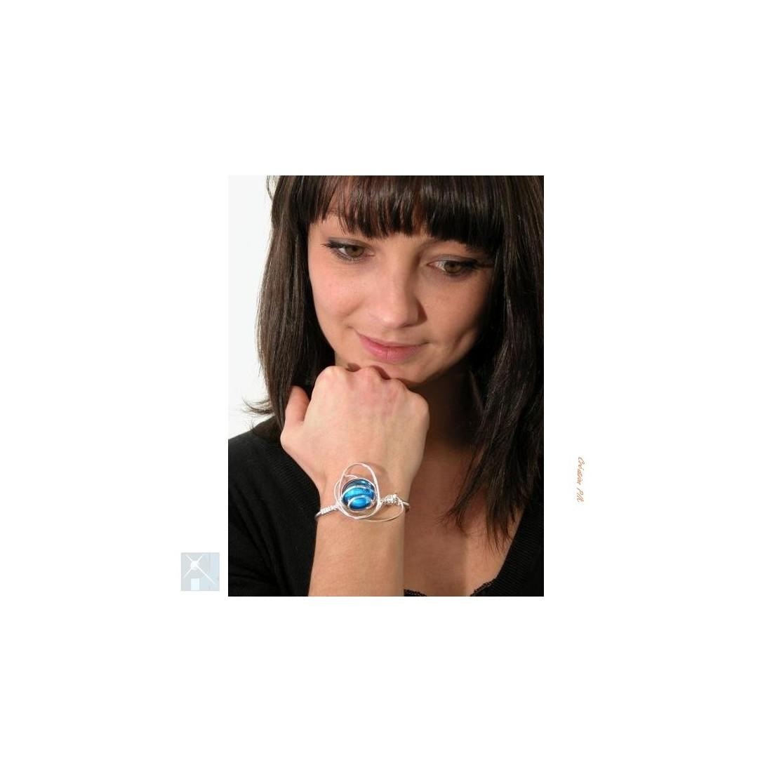 Bracelet argent bleu clair ou bleu aïgue-marine.