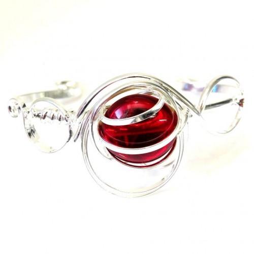 Bracelet contemporain fabriqué par un artisan français.