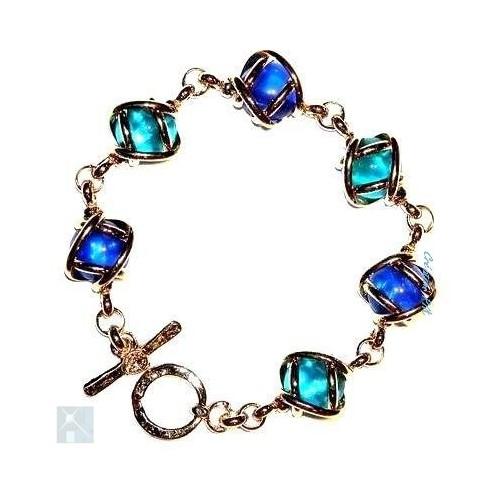 Bracelet souple avec des pierres de couleur bleu foncé et bleu clair. Bijou fait main par artisan de Saint-Étienne.