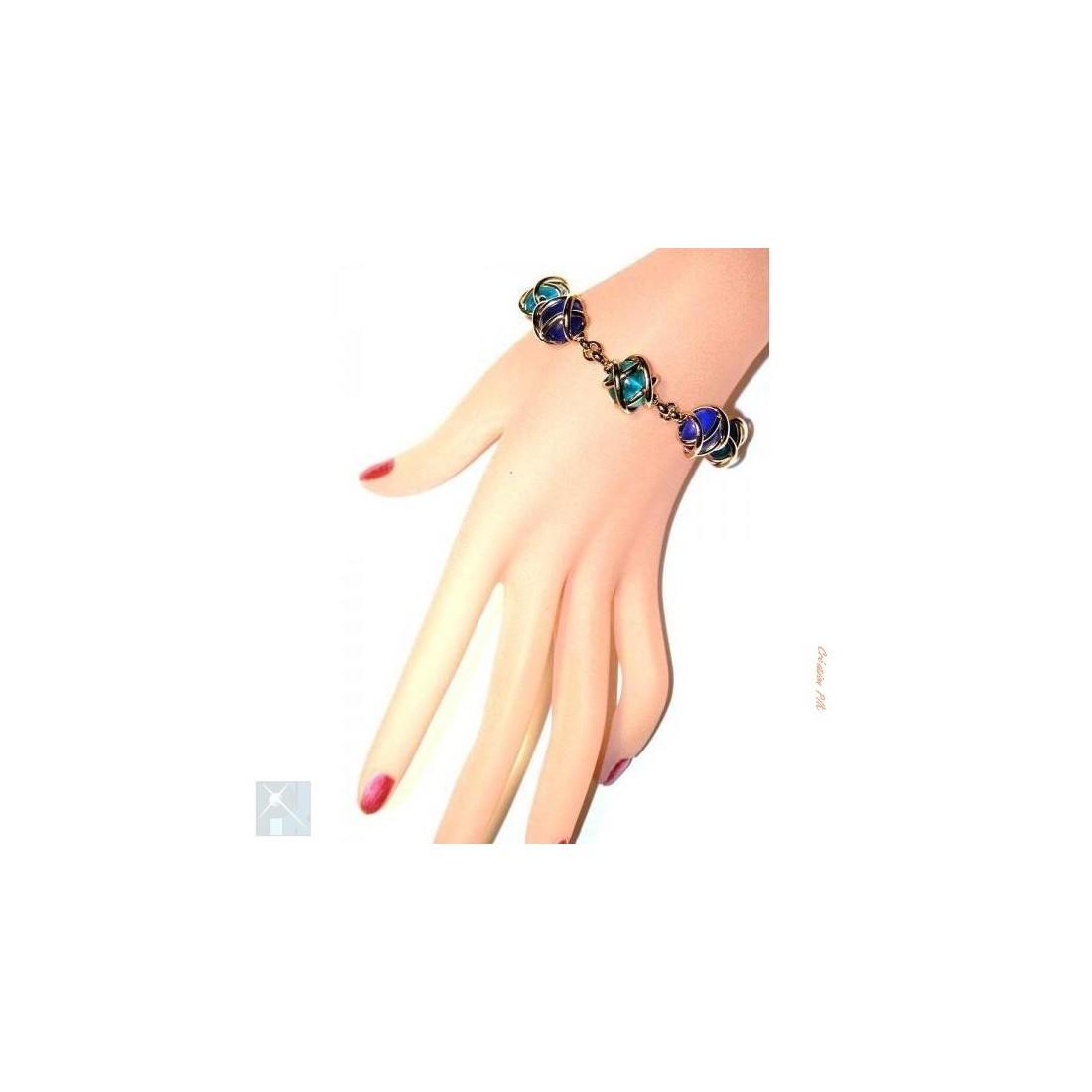 Bracelet artisanal fait main. bijou fantaisie de créateur français.